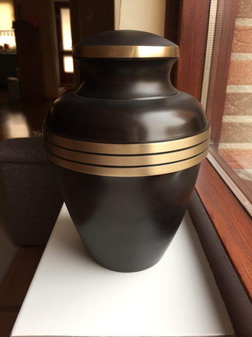 Goedkope urn bruin