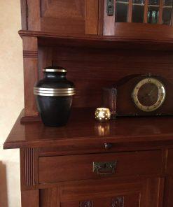 Goedkope urn bruin thuis