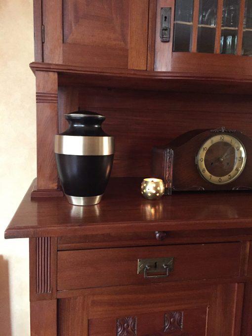 Goedkope urn bruine thuis