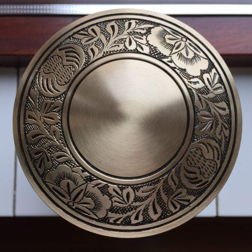 Goedkope urn gouden bovenaanzicht
