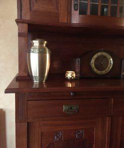 Goedkope urn gouden thuis