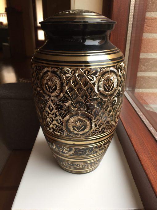 Goedkope urn zwarte gouden