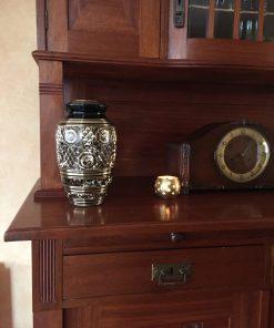 Goedkope urn zwarte gouden thuis