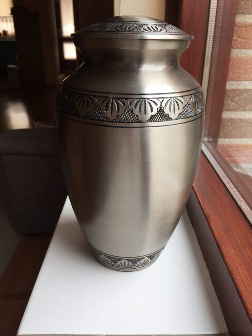 Goedkope urn zilveren bladeren