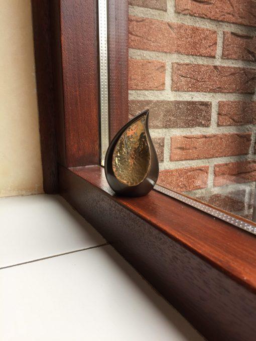Mini urn traan