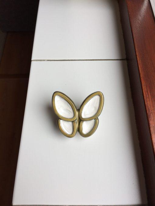Mini urn vlinder wit